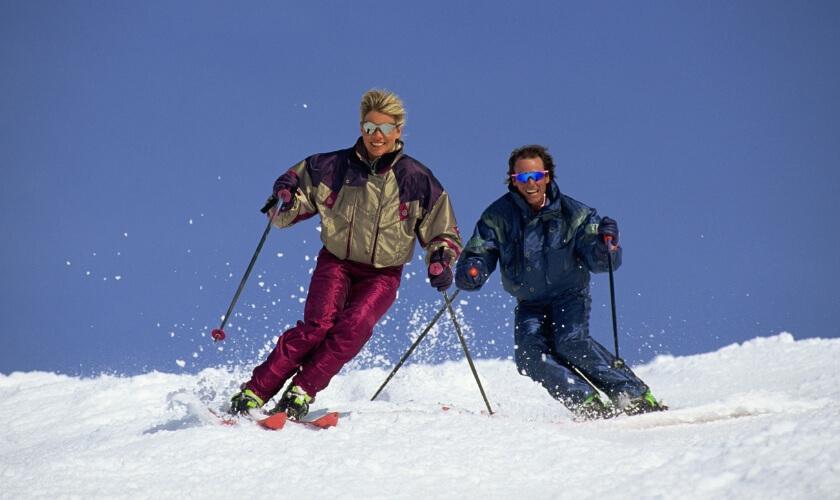2st åker skidor utför